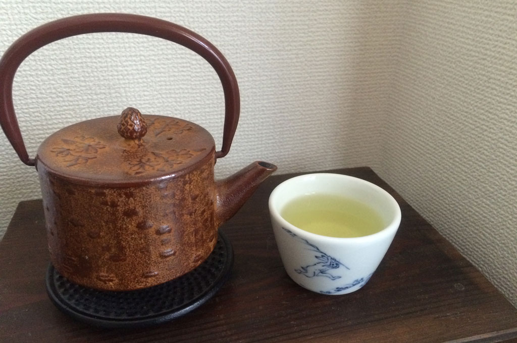 Honyamacha with teapot