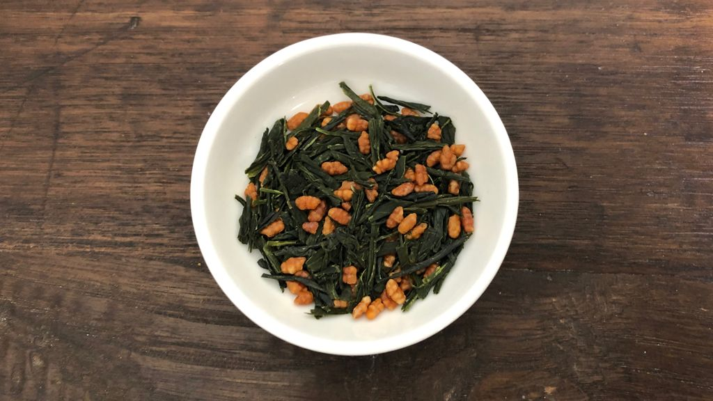 Genmaicha: green tea leaves with roasted Nitamai